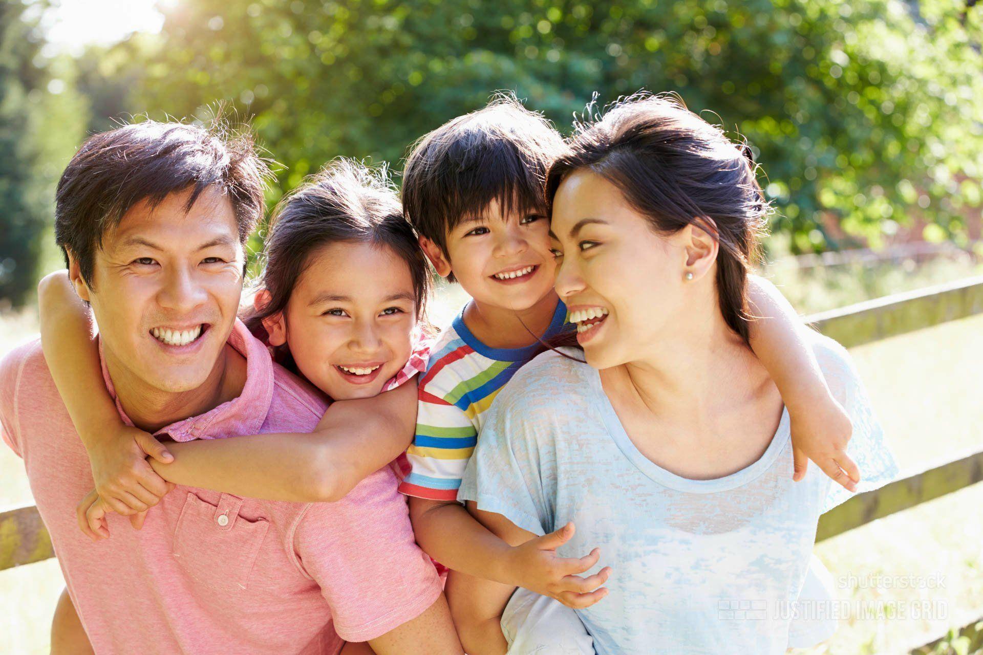 177006692-happy-family