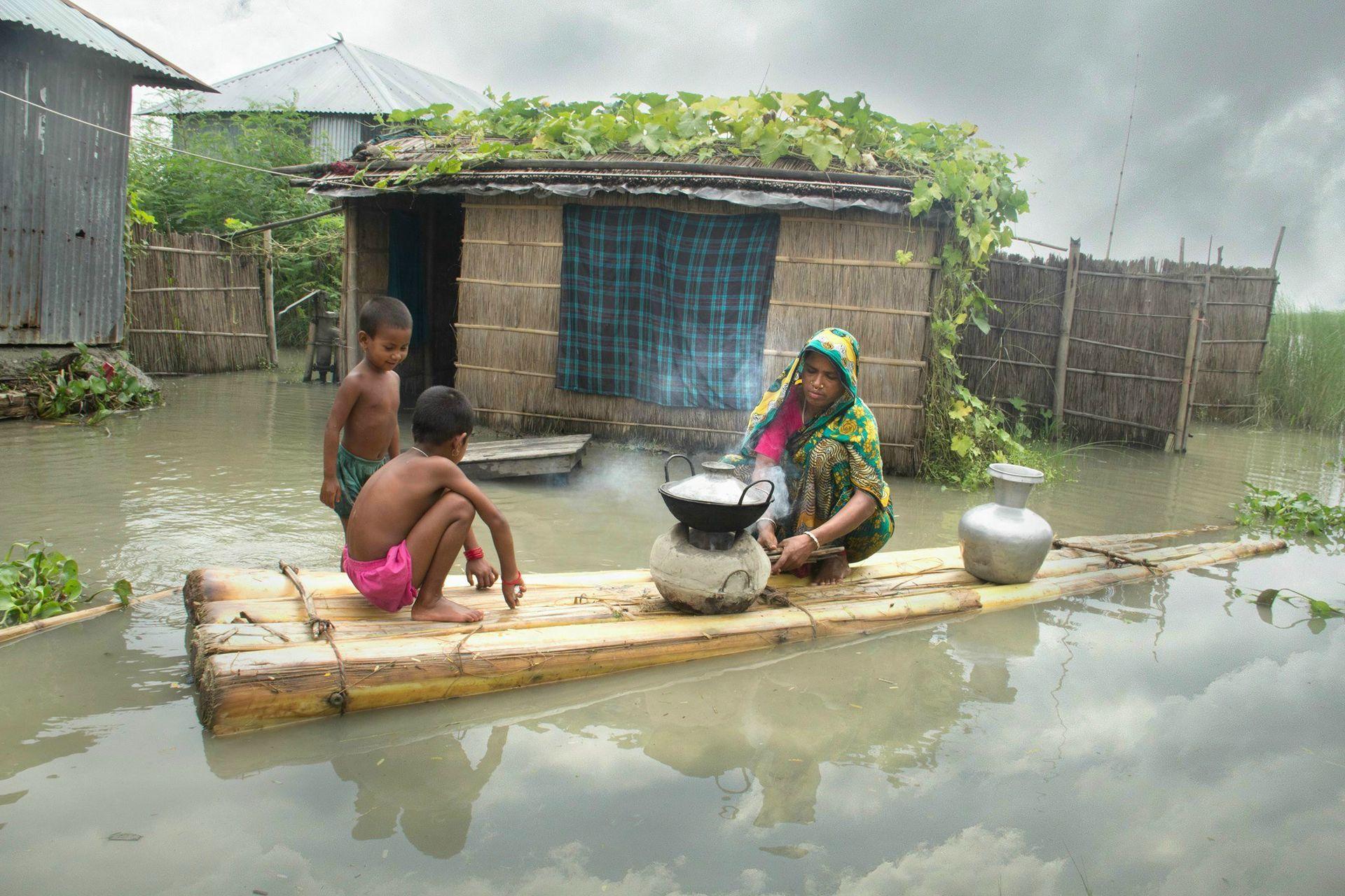 bangladesh_-_0801_-_alluvioni4-cooking