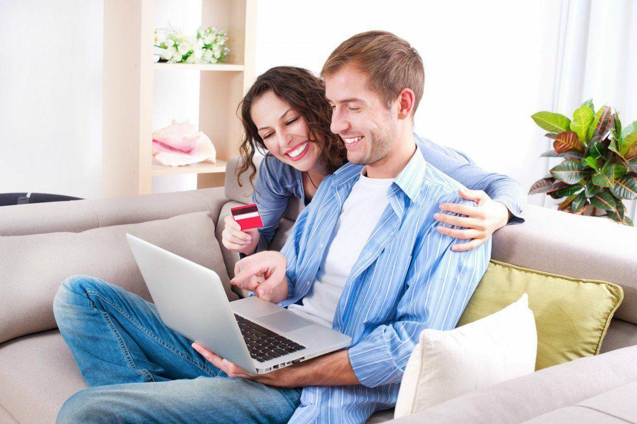 couple-online-using-laptop-couple