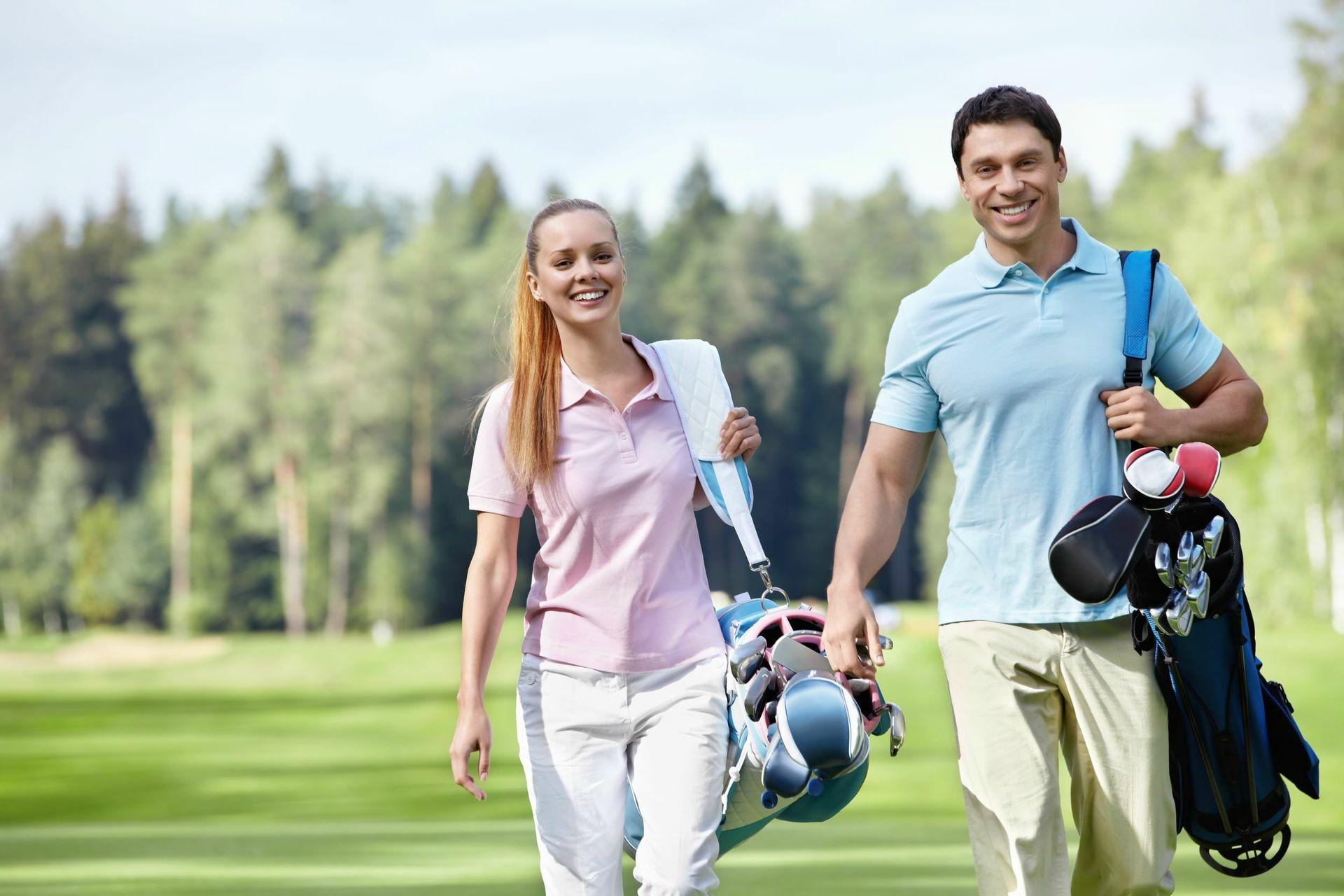 golfing-couple-couple