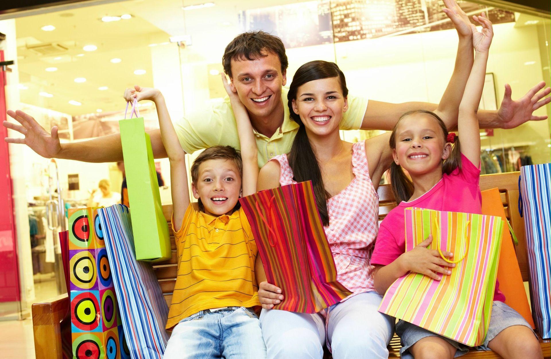 happy-family-shopping-happy-family