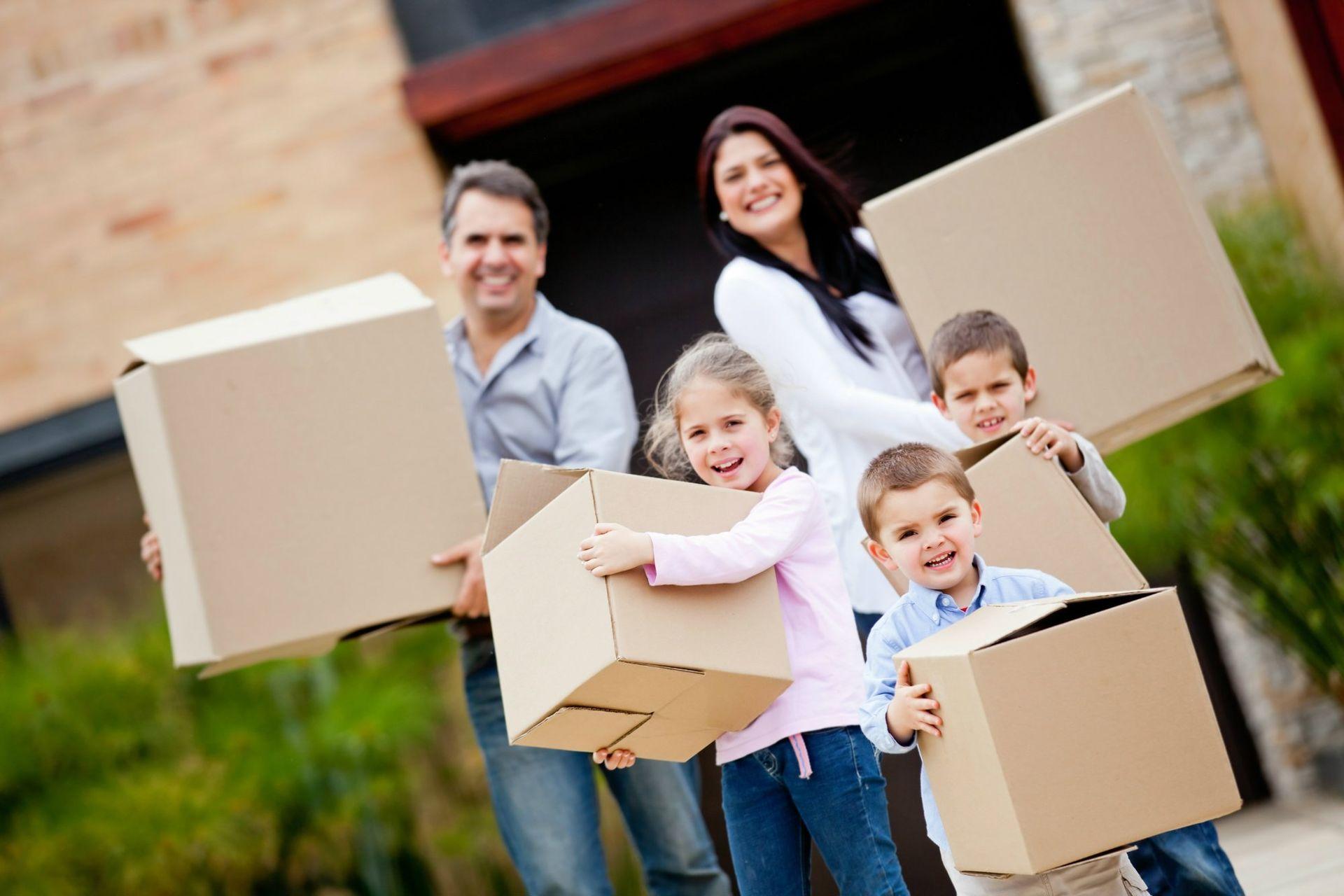 moving-happy-family