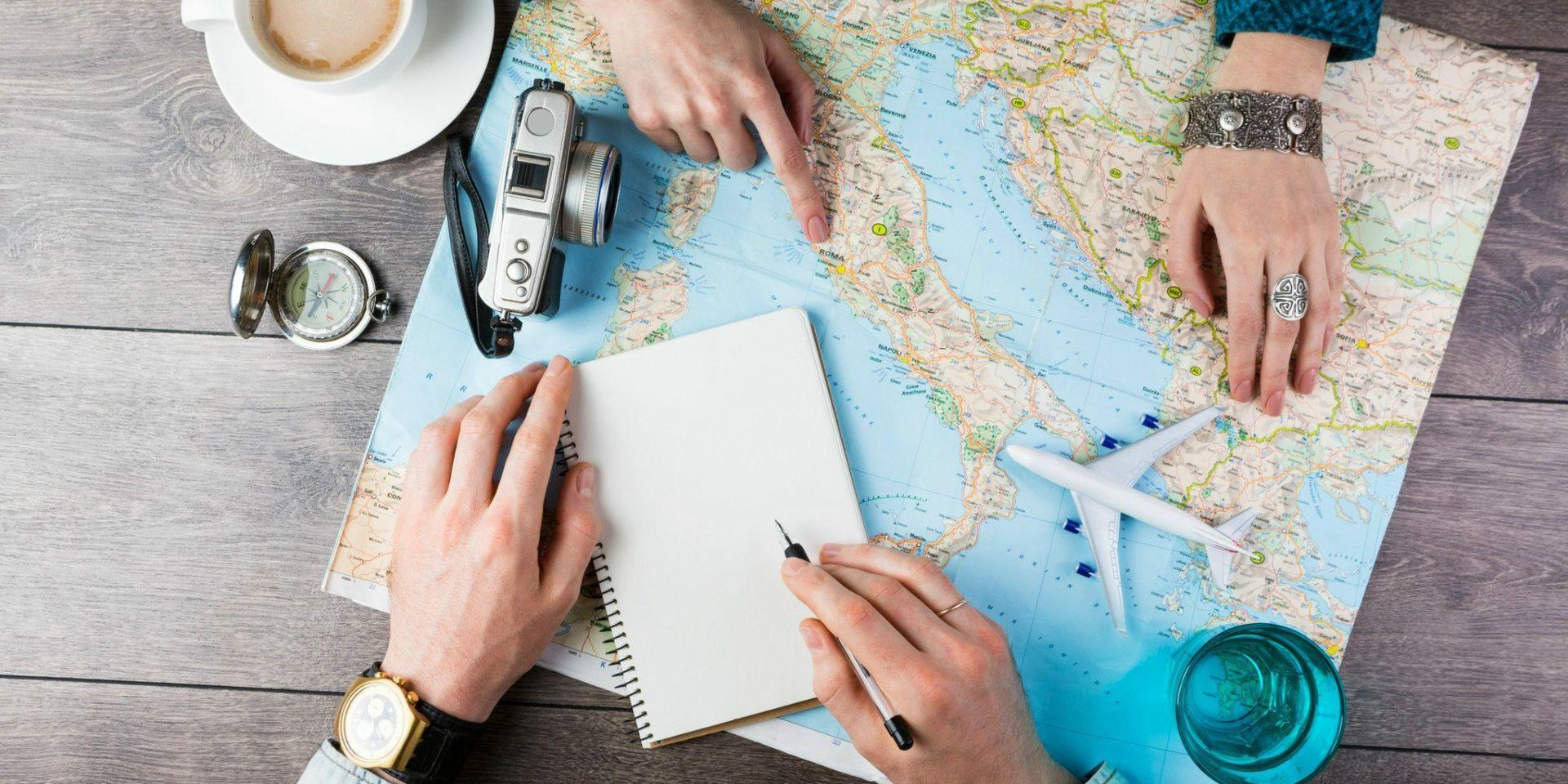 o-couple-traveling-facebook-couple