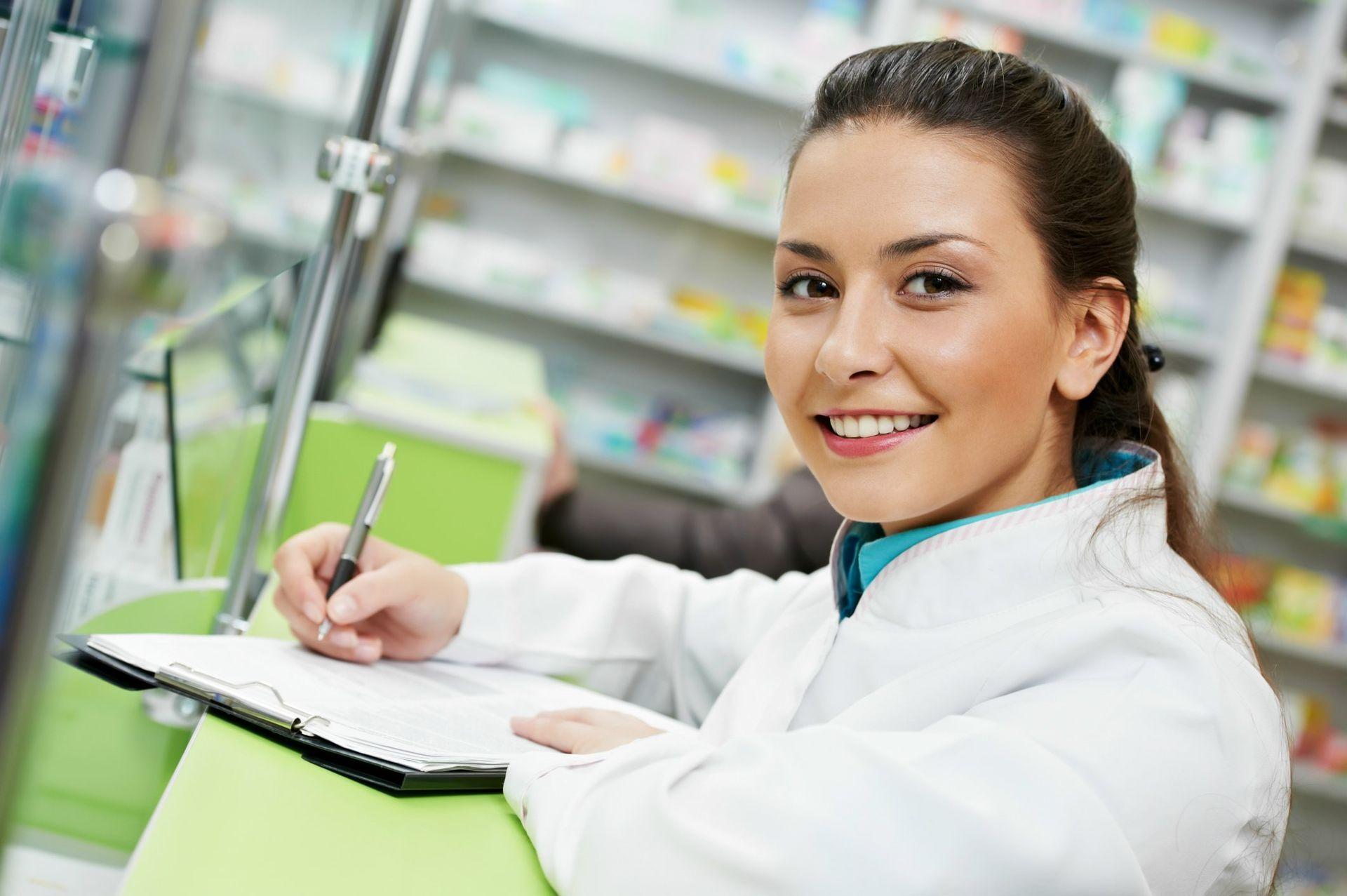 stock-pharmacist-care