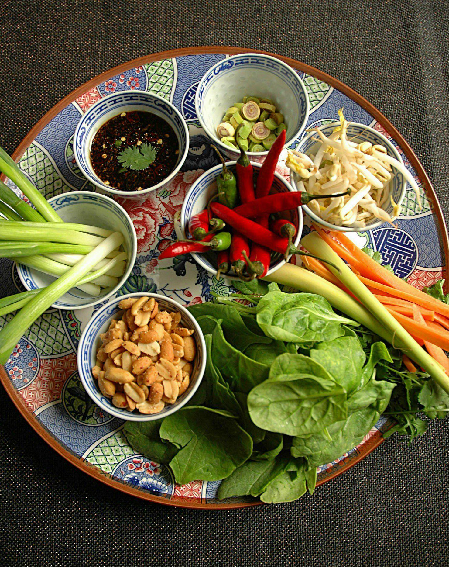 thai-salad-rolls-cooking