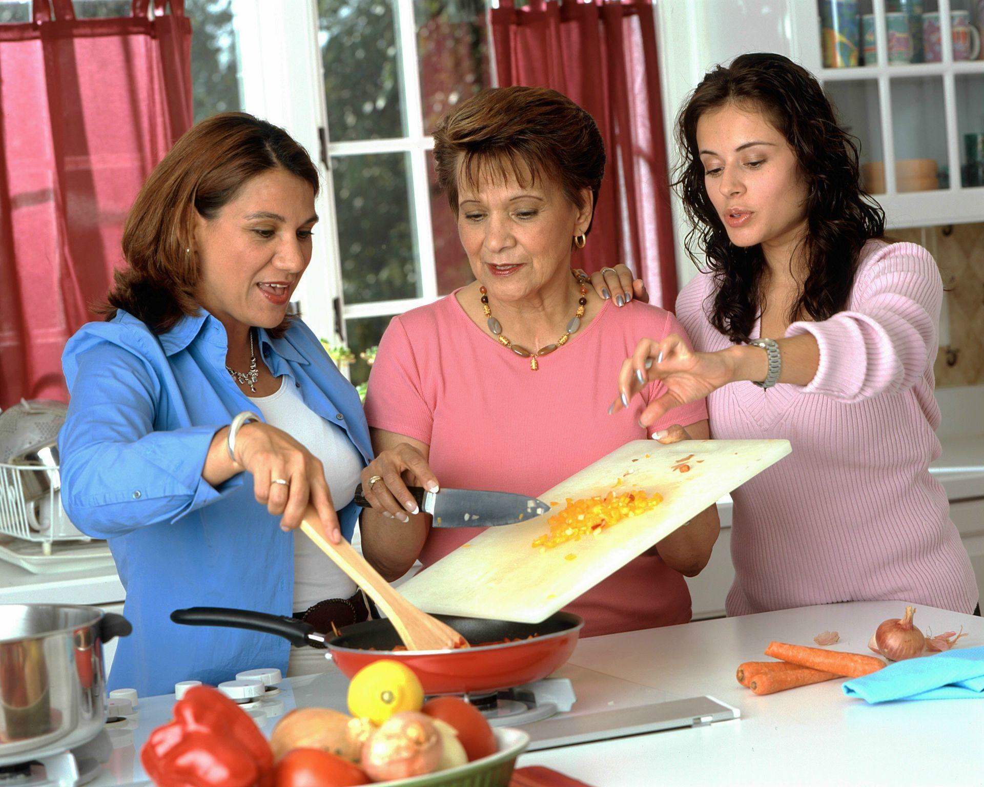 women_preparing_food_(2)-cooking