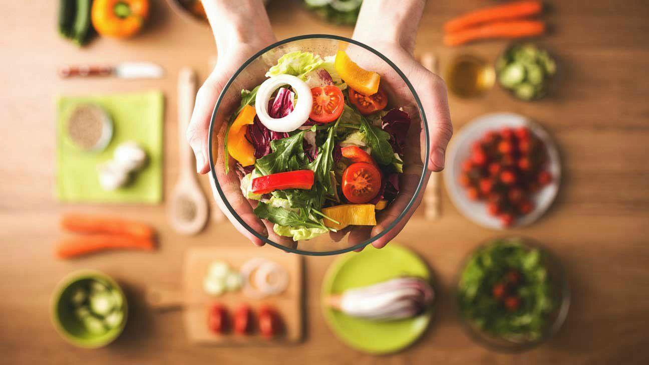 4400-hands_bowl_salad-1296×728-header-fitness