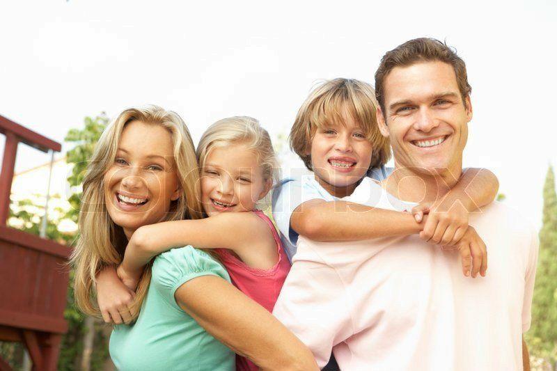 800px_colourbox1265403-happy-family