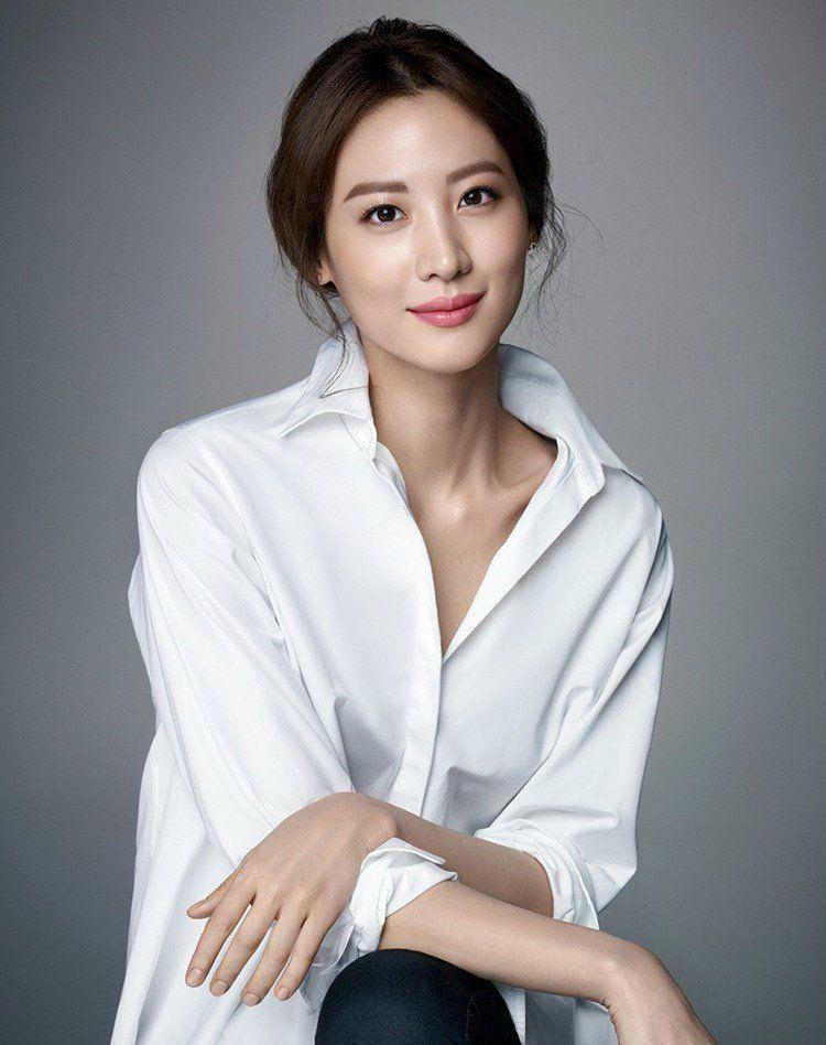 beauty-makeup-bobbibrown-korean-claudiakim_1-750px-beauty