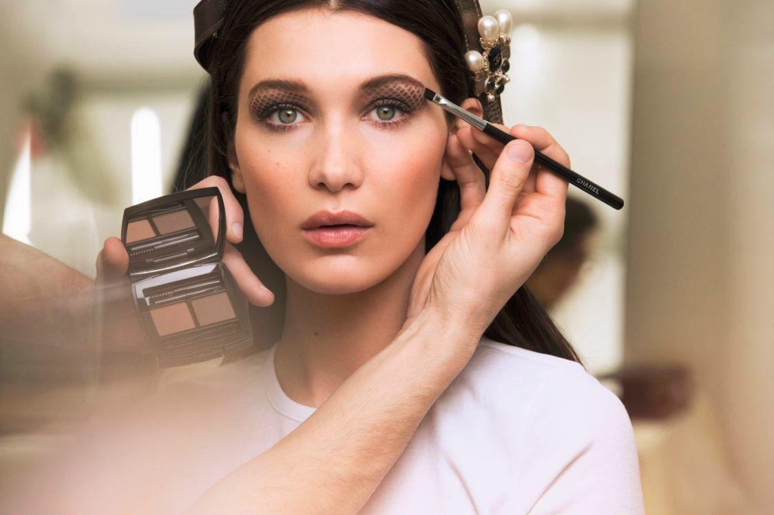 bella-hadid-chanel-makeup-fall-winter-2016-rtw-fashion-show-backstage-beauty-eyeshadow-eye-beauty