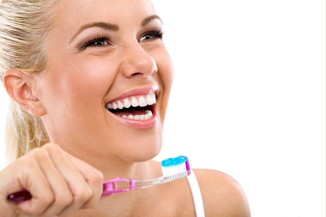 brushing-teeth-smiles1-beauty