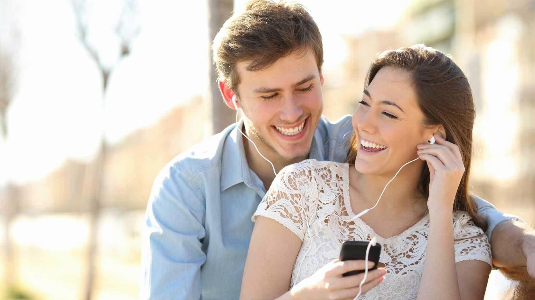couple-headphones-couple