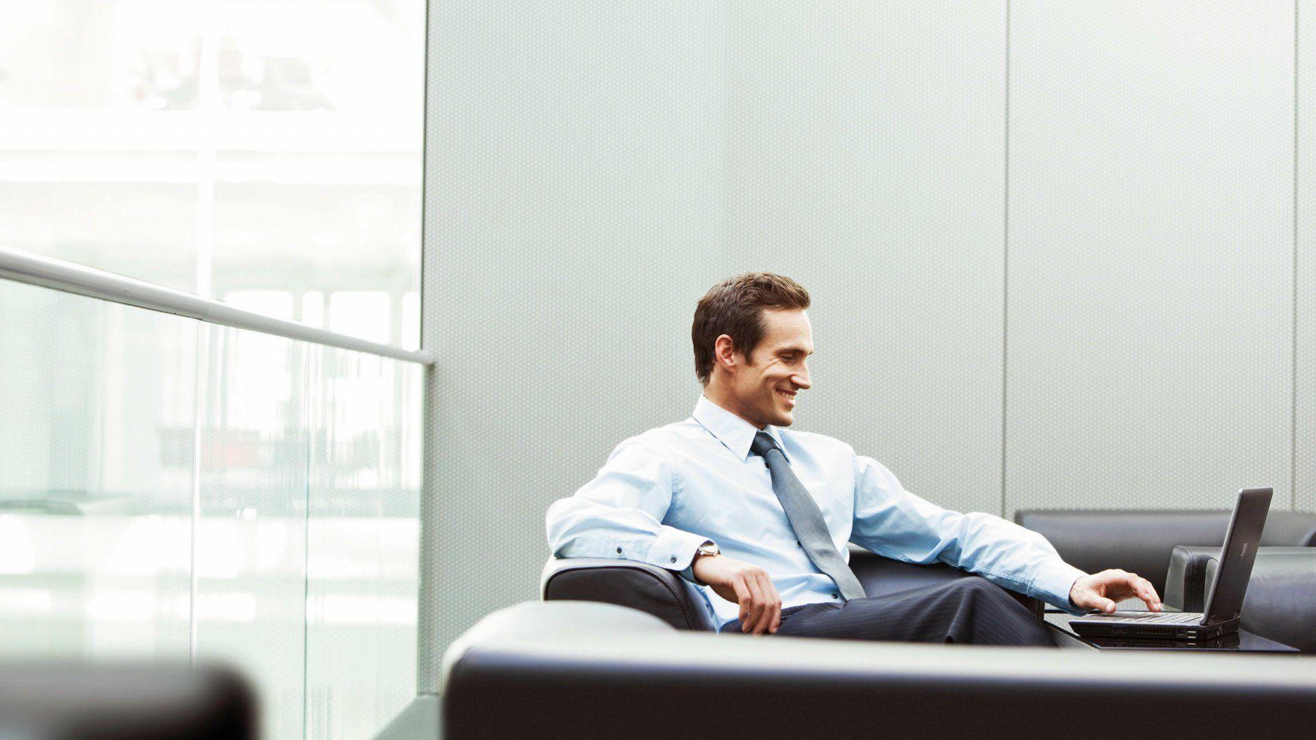 man_office_businessman_smile_laptop_79850_1920x1080-business-man