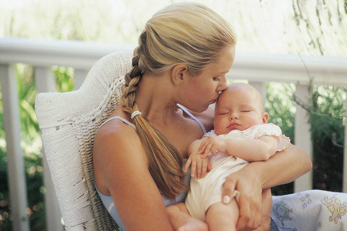 mom-newborn-care