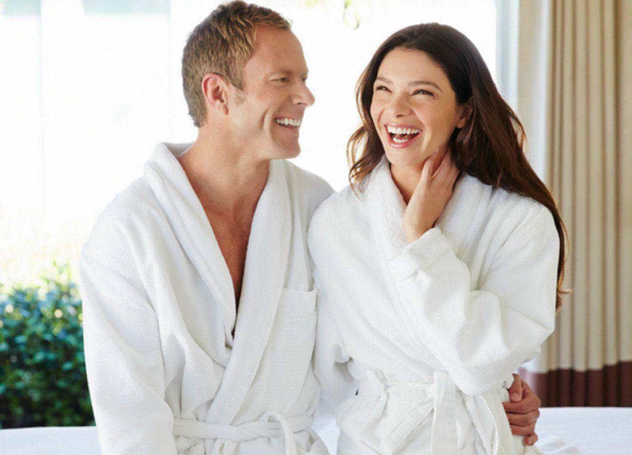 sex-love-life-2015-09-couples-massage-hookup-main-couple