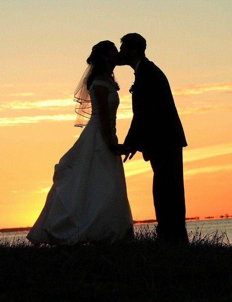 sunsetkissingcoupleimage-couple